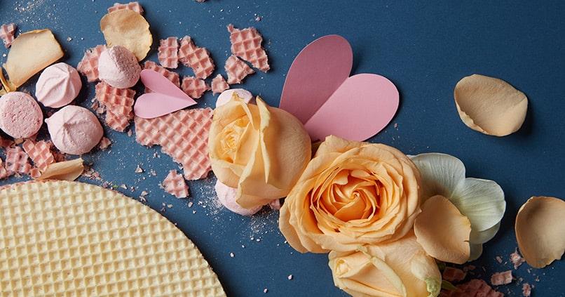 Leckere Rosenblütenkekse zum Rosenblütentee