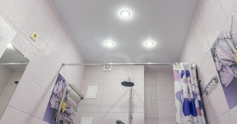 Badezimmerdecke gestalten - welche Deckenplatten kommen infrage?