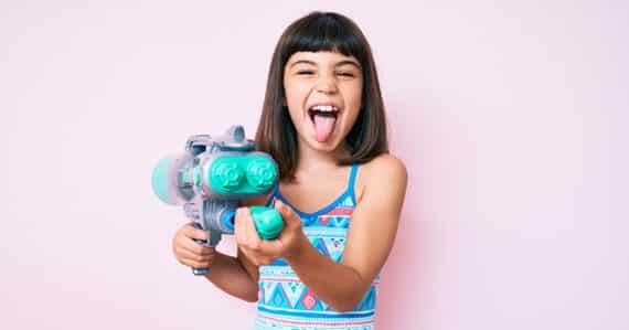 Wie schädlich ist die Spielzeugpistole im Kinderzimmer?
