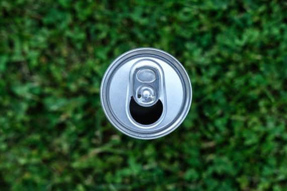 Cola für den Garten – ein Getränk als große Hilfe