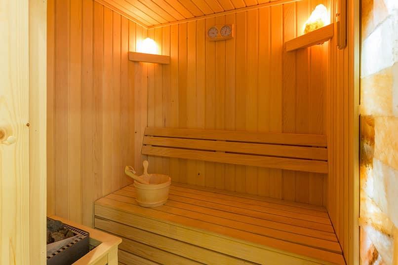 Durch Schwitzen abnehmen – lässt die Sauna die Pfunde purzeln?