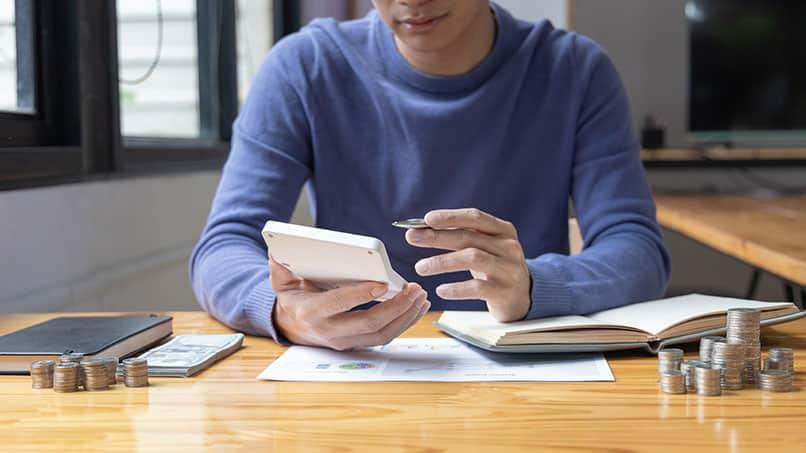 Ein Haushaltsbuch führen, hilft Geld zu sparen