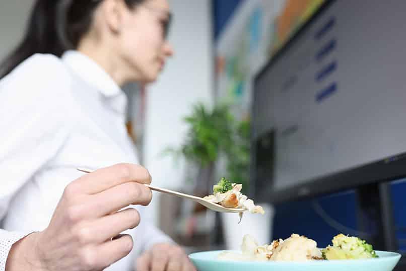 Heißhunger im Home-Office und wie er sich vermeiden lässt