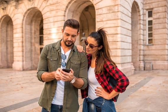 Mit der richtigen App das Smartphone als Reiseführer nutzen