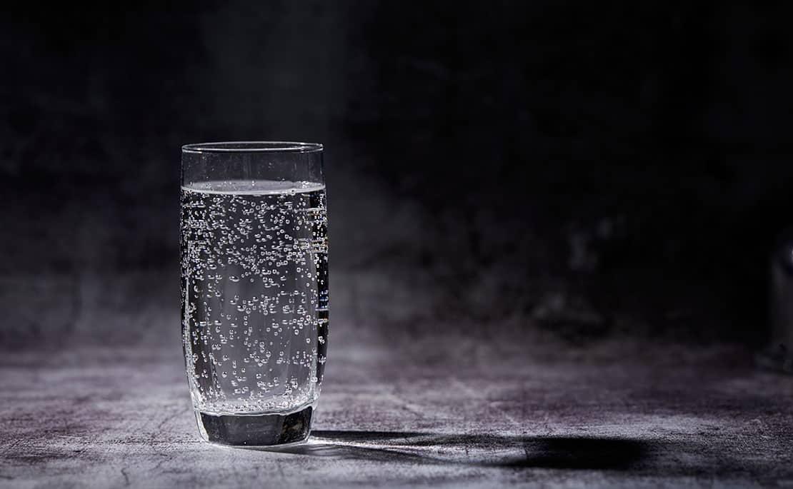 Sprudelwasser selber machen – dies sind die Vor- und Nachteile